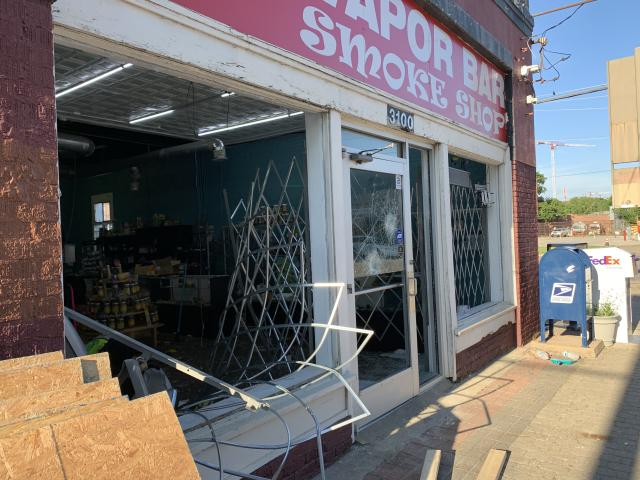 Dallas Store Break-in, Deep Elum